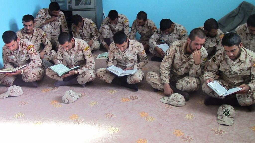 کلاس روخوانی و روان خوانی قران کریم سربازان ناحیه زرین دشت+ تصاویر